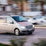 De Mercedes-Benz Vito is een echte robuuste bedrijfswagen. Lease hem via Hellocars.