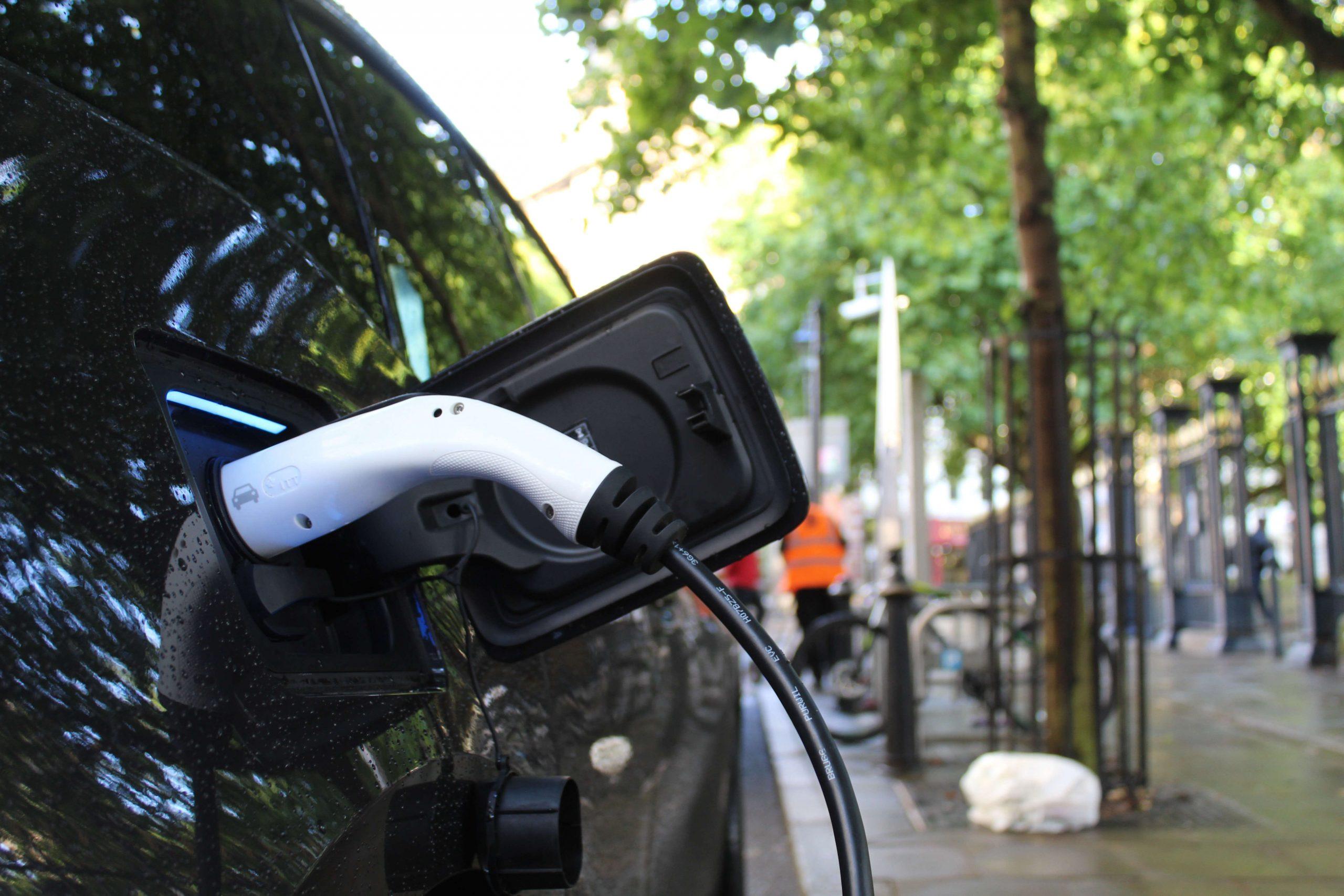 zakelijke elektrische auto opladen